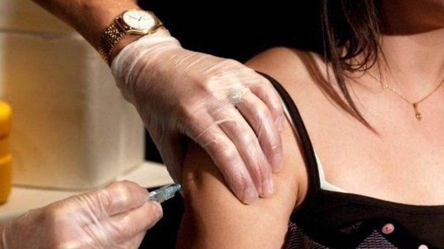 Más de 9.000 viajeros han sido atendidos este verano en alguno de los tres centros de vacunación internacional del País