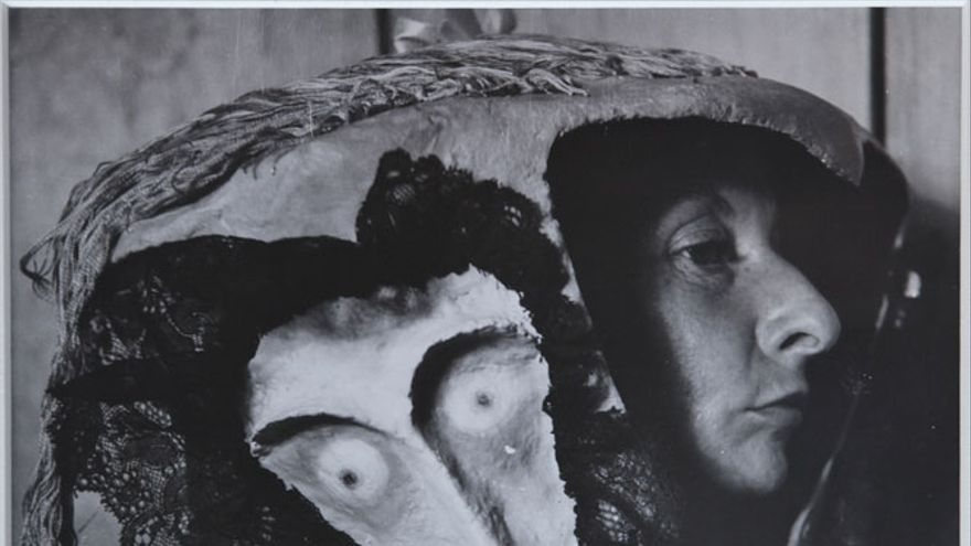Remedios Varo in a Mask by Leonora Carrington (1957) Kati Horna (1912-2000)
