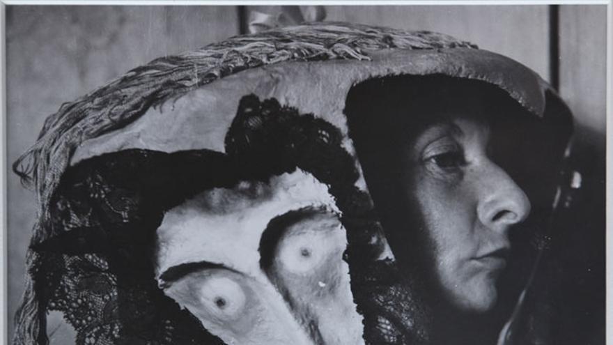 Remedios Varo in a Mask by Leonora Carrington (1957) Kati Horna (1912-2000)