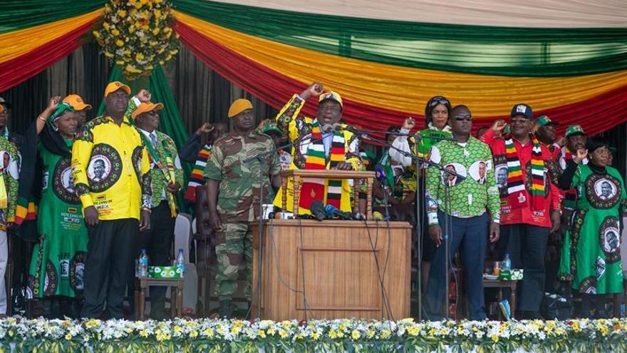Los dos principales candidatos en Zimbabue cierran su campaña en la capital
