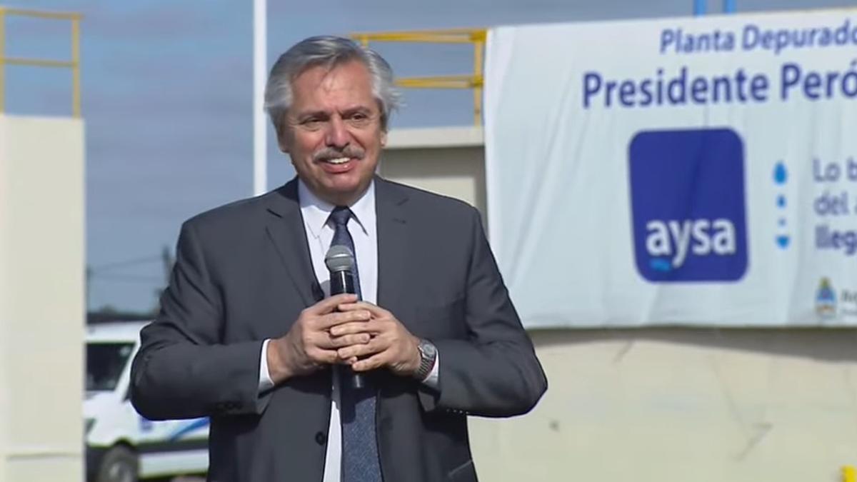Alberto Fernández inauguró, en la localidad bonaerense de Guernica, una planta depuradora de Agua y Saneamientos Argentinos.
