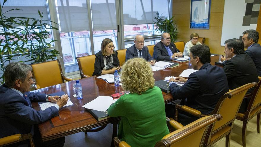 """El Gobierno de Cantabria lamenta la pérdida de De la Sierra y Revilla dice que será """"difícil continuar sin él"""""""