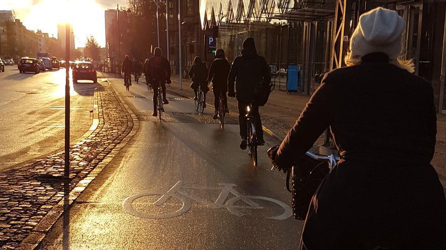 Ciclistas por carril bici