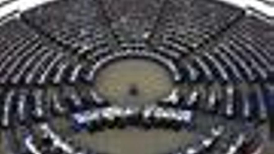 La Eurocámara pide aumentar a 300 millones la ayuda adicional para el sector de la leche en 2010
