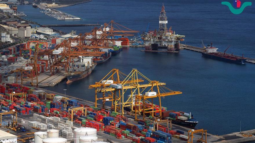 Imagen de archivo con la zona portuaria para el manejo de contenedores