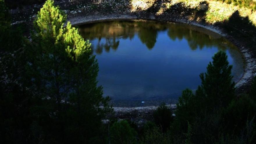 Laguna en el Monumento Natural de Cañada del Hoyo (Cuenca)