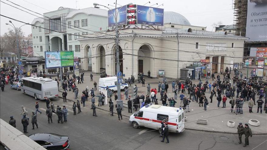 Evacúan a los pasajeros de dos trenes del metro de Moscú por un cortocircuito