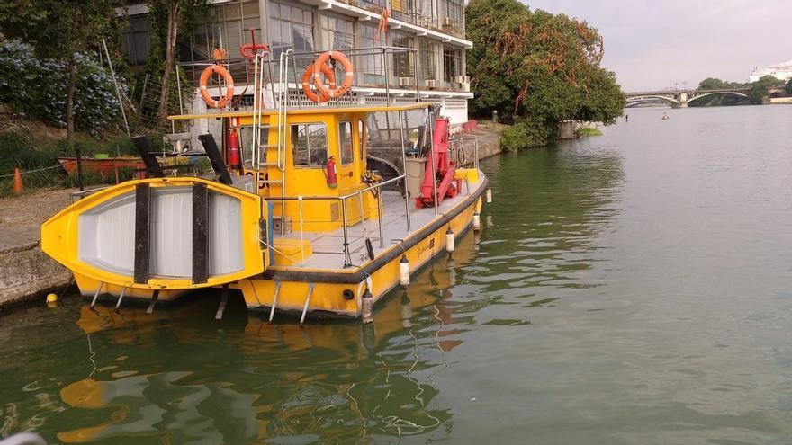 Adelante pide reparar el catamarán de limpieza del Guadalquivir o comprar uno nuevo