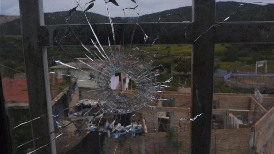 Los vecinos de un poblado mexicano piden que se busque allí a los 43 estudiantes