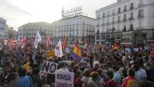 Miles de personas toman las calles de las ciudades españolas para exigir una consulta sobre la monarquía