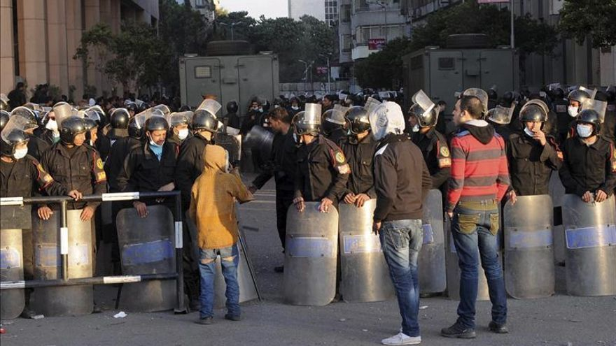 Una institución suní convoca a los líderes políticos egipcios para calmar la situación