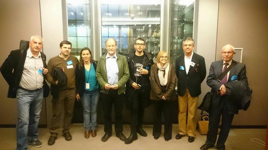 Representantes de la Plataforma con Ana Miranda y Michael Cramer, presidente de la comisión de Transporte