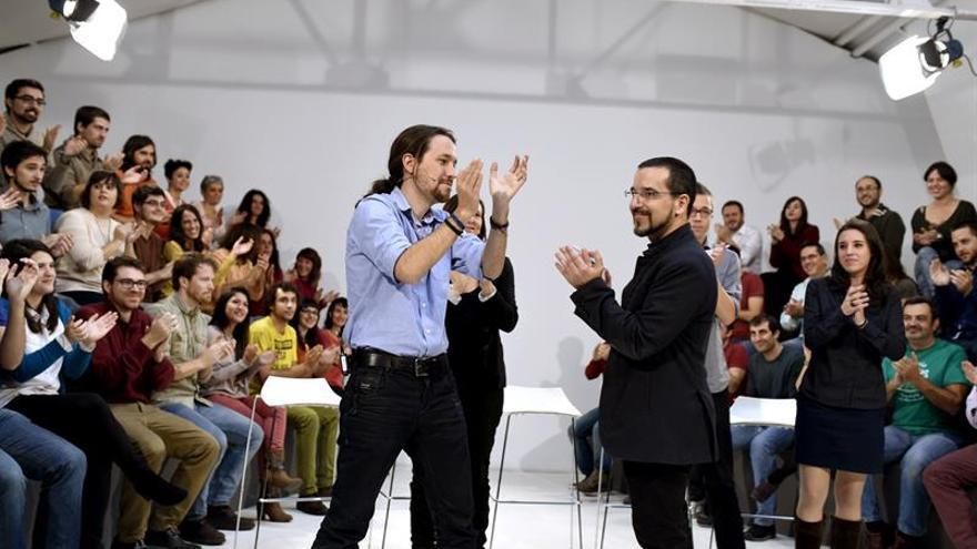 Iglesias cesa a su secretario de Organización en plena crisis interna