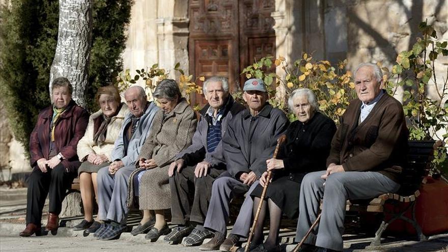 Imagen de archivo de personas de avanzada edad.