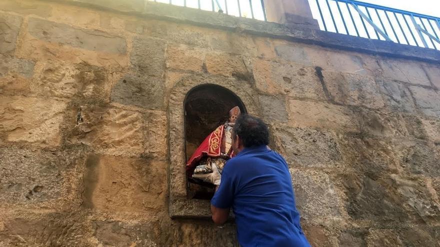La hornacina de la cuesta de Santo Domingo, preparada para acoger la imagen de San Fermín