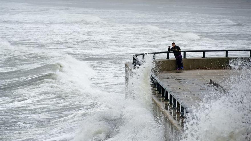 La tormenta Julia se degradará hoy a depresión e Ian sigue su avance por el Atlántico