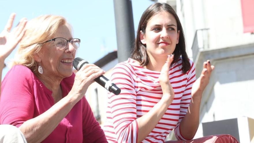 Manuela Carmena y Rita Maestre durante el acto de Más Madrid en Ópera