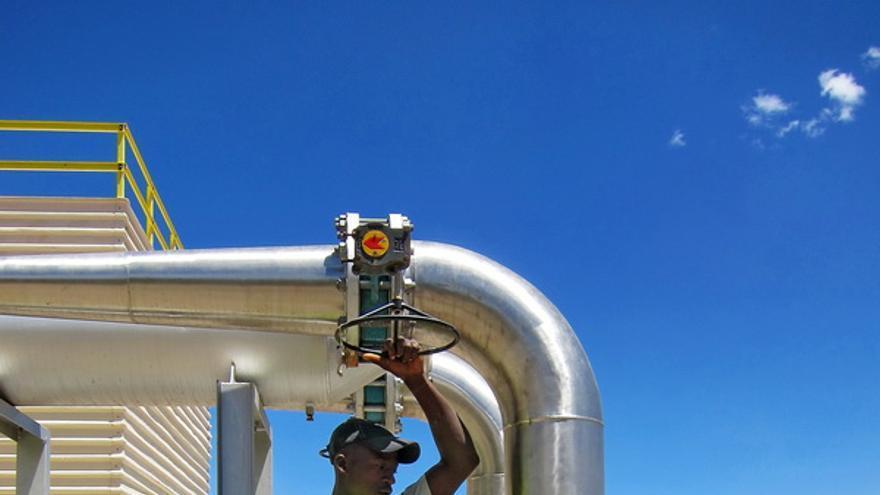Trabajadores en la central geotérmica de Olkaria en Kenia.