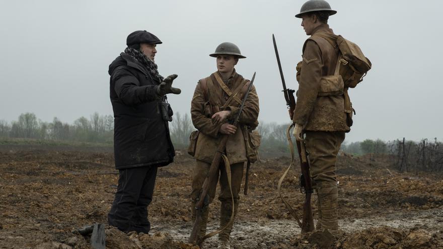 Sam Mendes, director de 1917, junto a George McKay y Dean-Charles Chapman. ). Foto: François Duhamel