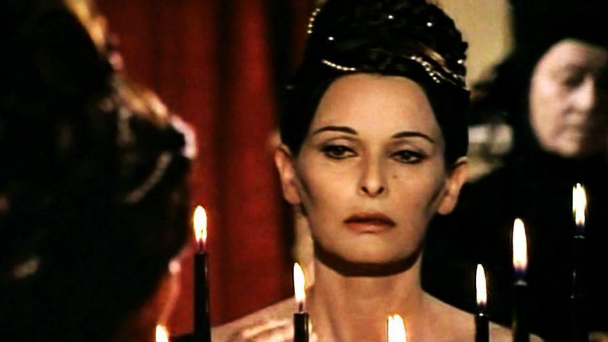 Lucía Bosé en 'Ceremonia sangrienta'