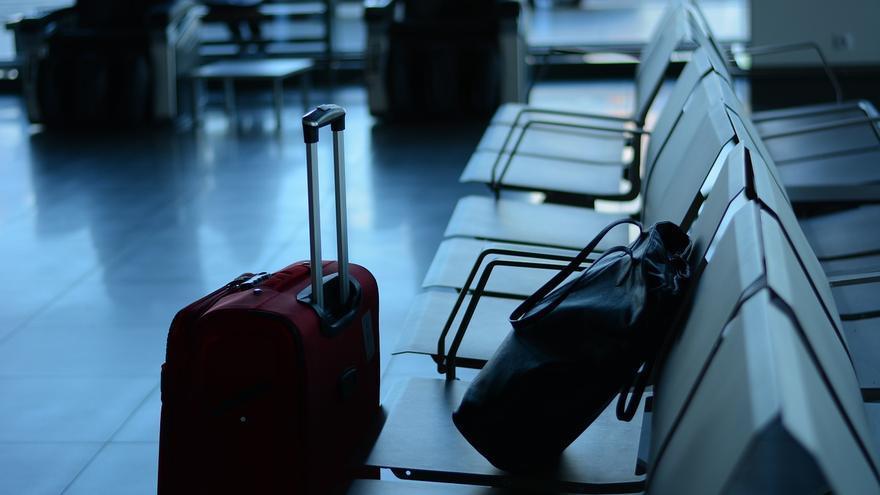 Maletas de viaje en un aeropuerto