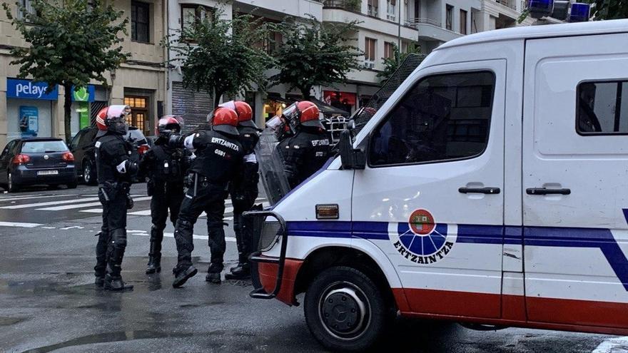 Agentes de la Brigada Móvil de la Ertzaintza en Bilbao