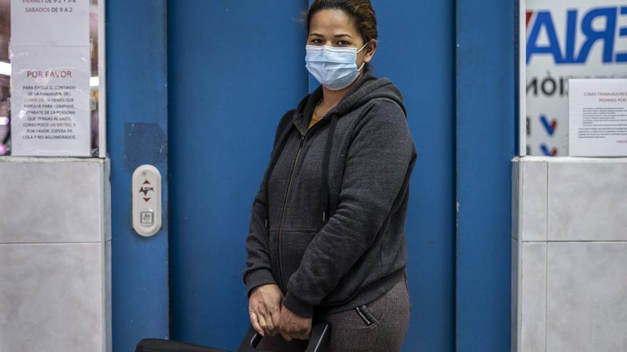 Alejandra es trabajadora del hogar, pero sus jefes le pidieron que no volviese a trabajar por miedo al contagio.