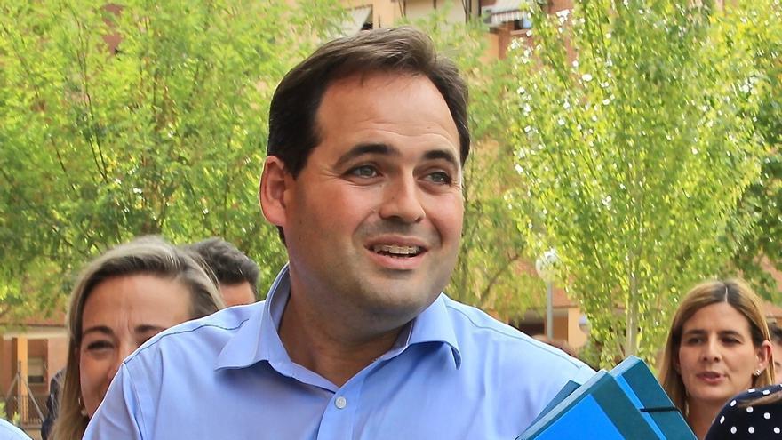 """Dejar de """"maltratar a empleados públicos"""" y """"corregir déficit sanitario"""", entre las propuestas de Núñez si es presidente"""