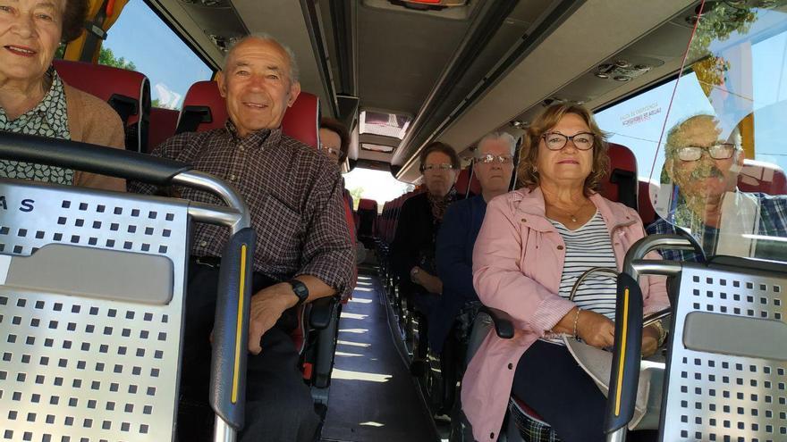 Los vecinos de la pedanía de Tinajeros fueron en autobús a Albacete para votar