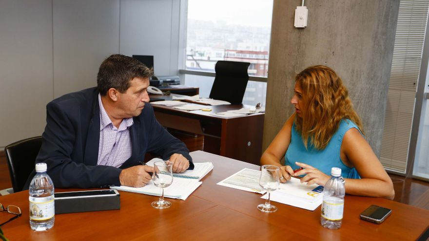El concejal de Urbanismo de Las Palmas de Gran Canaria, Javier Doreste, junto a la viceconsejera regional de Vivienda y Política Social, Isabel Mena (AYUNTAMIENTO DE LAS PALMAS DE GRAN CANARIA)