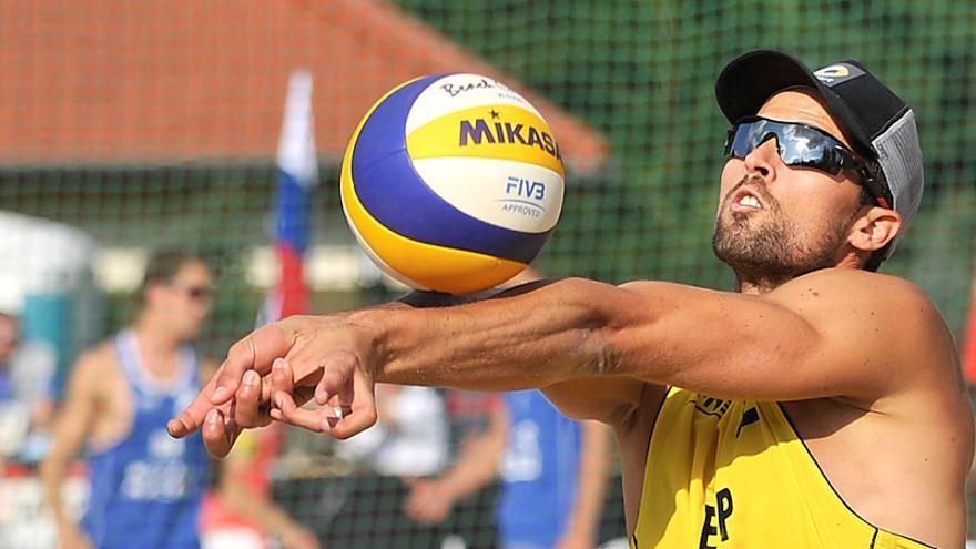 Adrián Gavira, jugador gaditano de voley-playa que está en la élite mundial