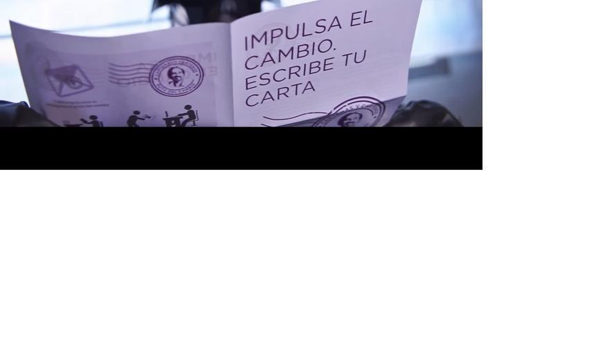 Darth Vader rompe el carnet del PP y se pasa a Podemos, en un nuevo vídeo de la formación morada
