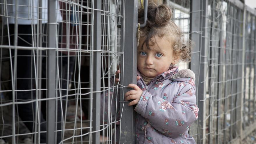 Niña refugiada en Idomeni.   EDUARDO RIVAS