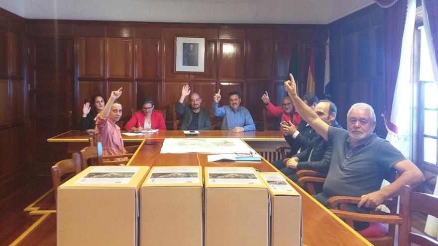 Un momento del pleno del Ayuntamiento de la Villa de Garafía  donde se ha aprobado el Plan General de Ordenación (PGO) del municipio.