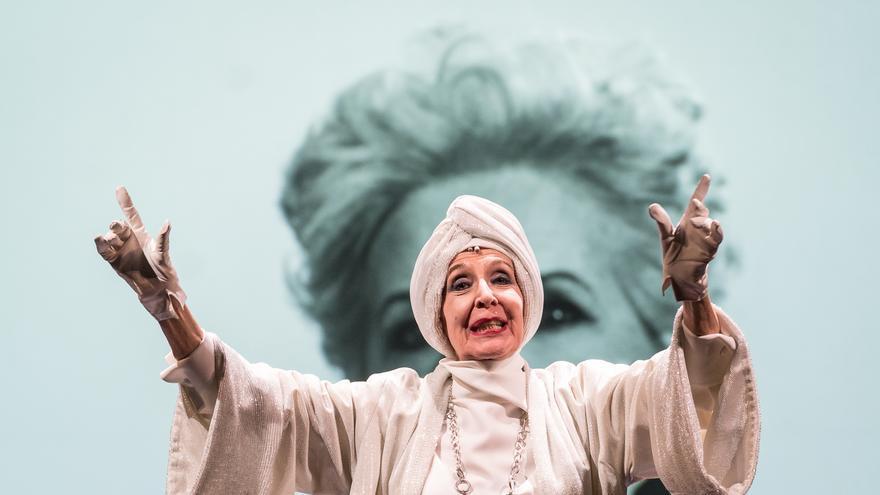 Concha Velasco protagoniza la obra de teatro, escrita por su hijo,'El Funeral' en Los Veranos de El Batel