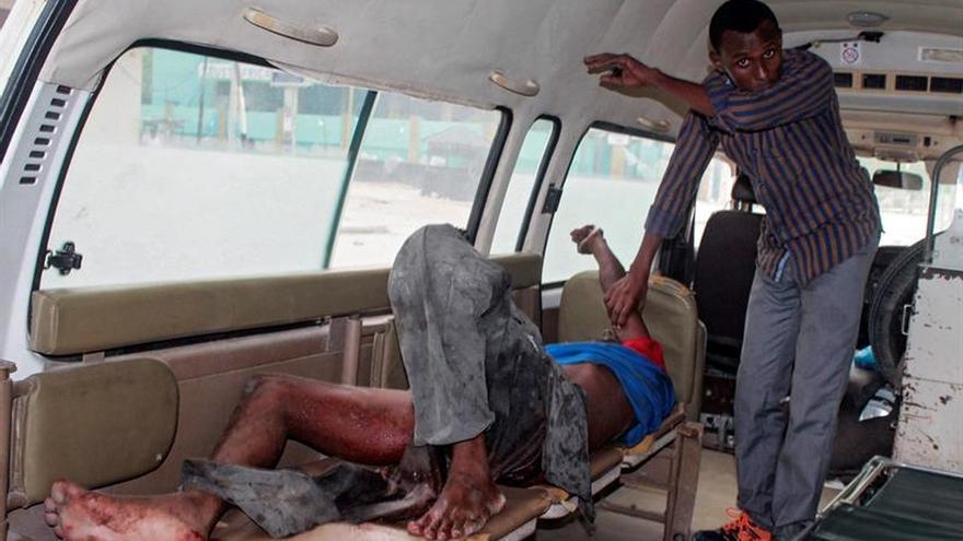 Al menos 9 muertos y varios rehenes en el ataque contra un hotel en Mogadiscio