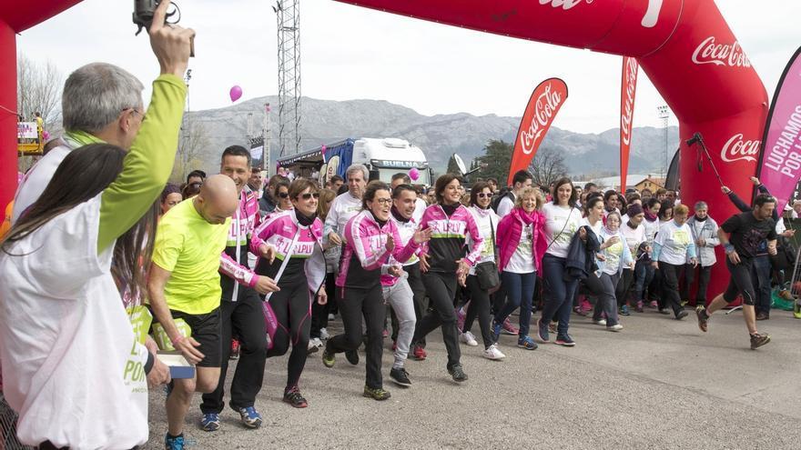La marcha solidaria 'Luchamos por la Vida' reúne a más de 8.000 personas en Los Corrales