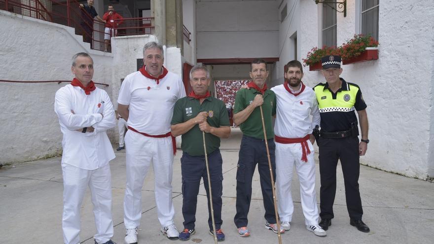 El Ayuntamiento de Pamplona reconoce la labor de los pastores 'Rastrojo' y 'Chichipán' en su último encierro