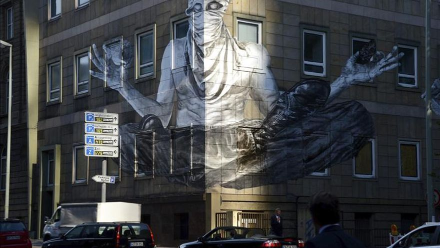 Graffitis brasileños ocupan la fachada de Deutsche Bank y calles de Fráncfort