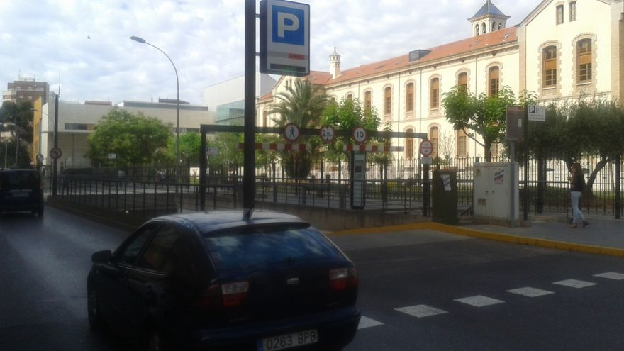 Entrada al aparcamiento subterráneo del Hospital Provincial