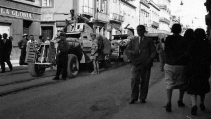 Militares ingleses ocupan la calle de Triana.