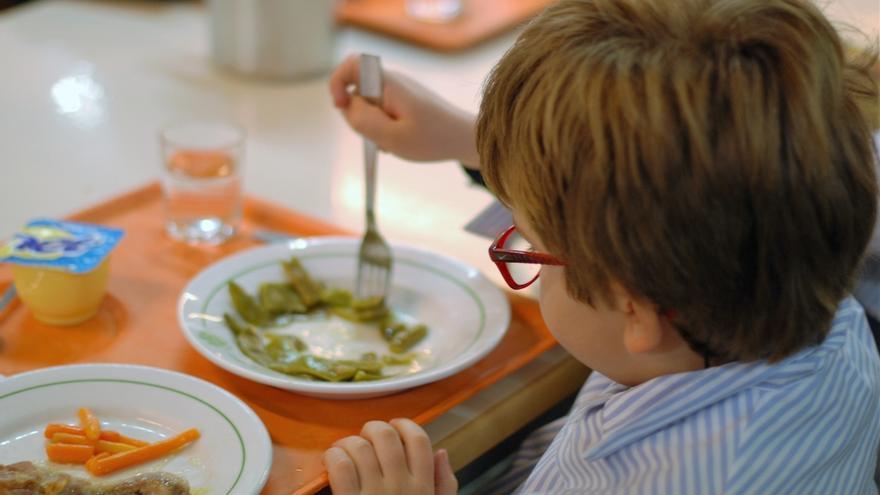 Defensor del Pueblo pide a 16 municipios andaluces que garanticen la alimentación de menores vulnerables en vacaciones