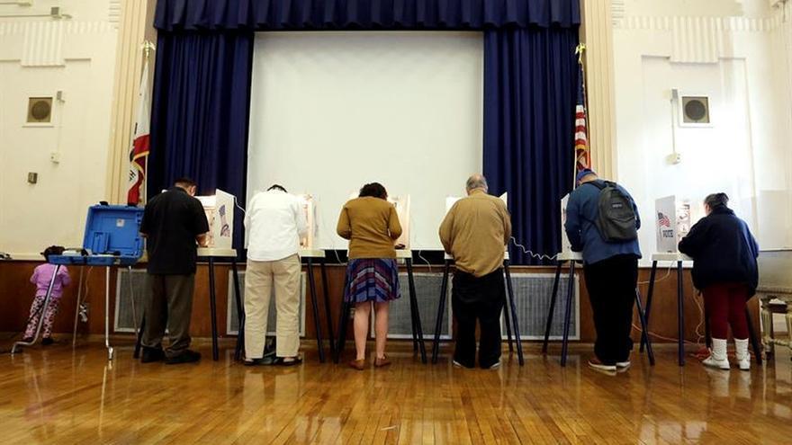 Un muerto y varios heridos cerca de un centro de votación en Los Ángeles