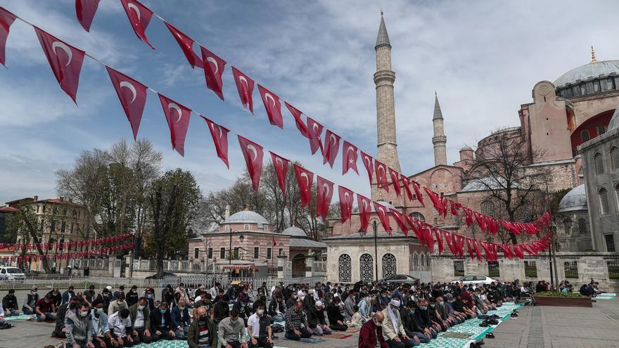 Turquía inicia su primer confinamiento total ante la fiesta por el fin del Ramadán
