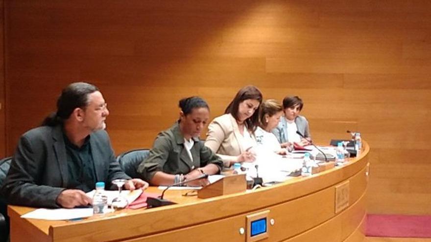 Lola Johnson, exconsellera y portavoz del Consell, en la comisión de investigación de les Corts