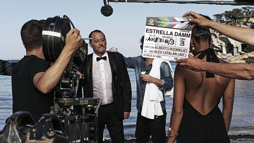 Jean Reno y Laia Costa protagonizan la nueva película de Estrella Damm.