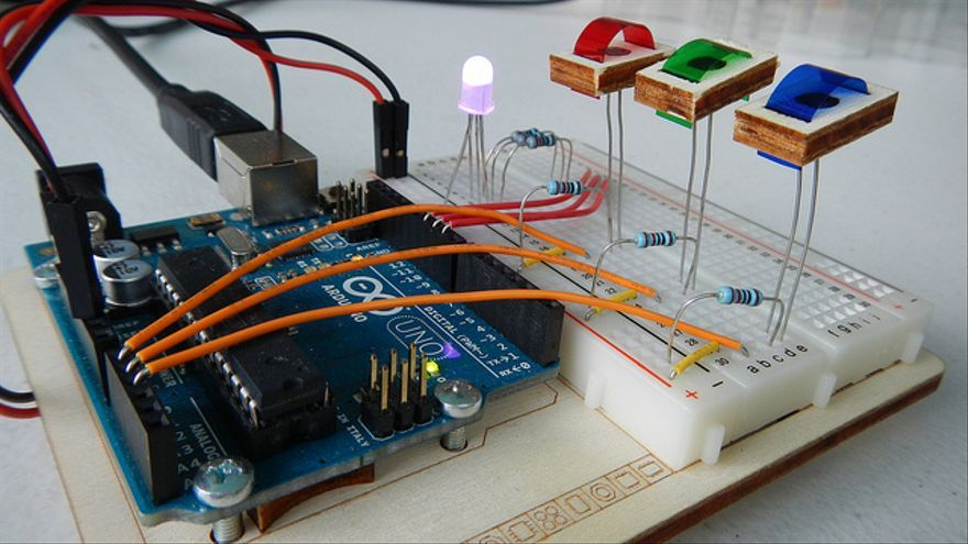 Control LEDs RGB con Arduino (Foto H. Daniel   Flickr)