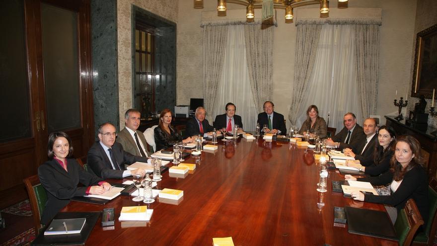 Los grupos del Senado acuerdan buscar una fórmula para justificar los viajes de los parlamentarios