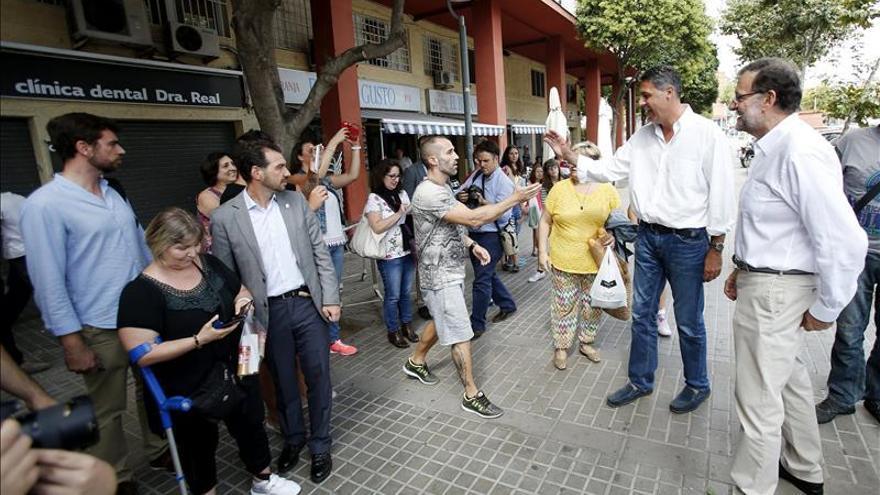 Mariano Rajoy paseja per Badalona junt a Albiol