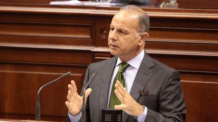 Jorge Rodríguez, en el Parlamento de Canarias.